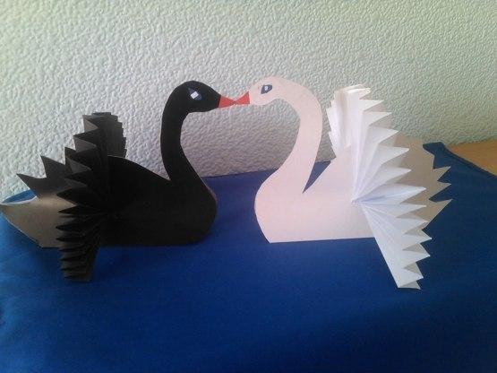 Как сделать лебедей из бумаги своими руками
