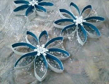 Снежинки из картонных рулончиков