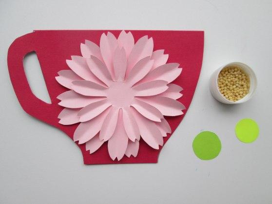 Открытка «чашечка с цветком»