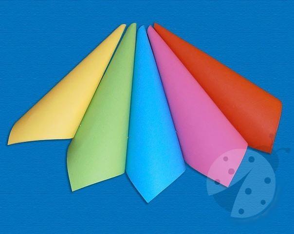 Объемная аппликация из цветной бумаги