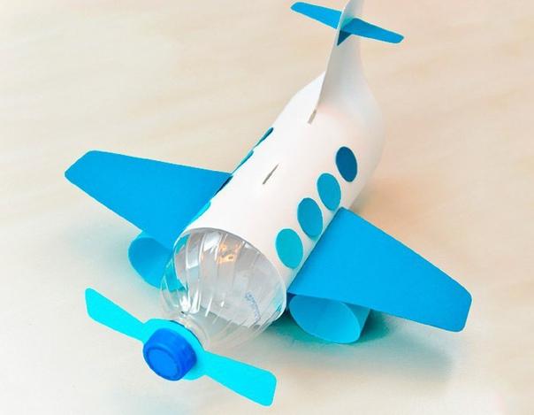 Самолет-копилка из пластиковой бутылки