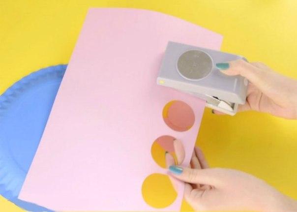 Рыбка  из одноразовой картонной тарелки и цветной бумаги.