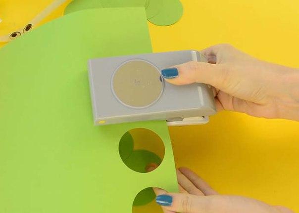 Мастер класс по изготовлению симпатичных гусениц из цветной бумаги.