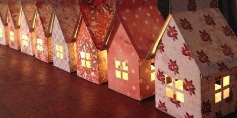 Мобиль из домиков-светильников