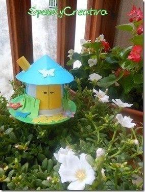 Сказочный домик из пластикового стаканчика