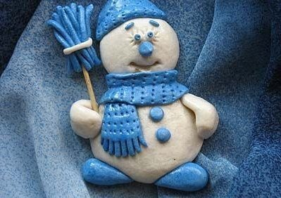 Лепим снеговика из солёного теста
