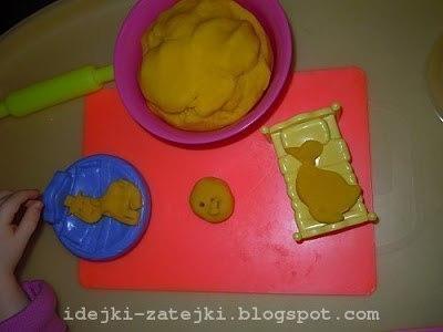 Предлагаю рецепт желейного теста для лепки по типу play-doh, который мы используем вместо покупного.