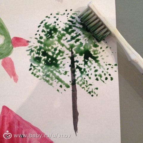 Рисуем с помощью зубной щетки.