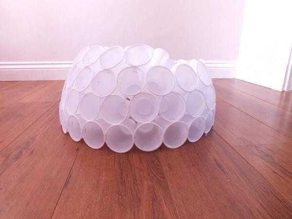 Снеговик из пластиковых стаканчиков
