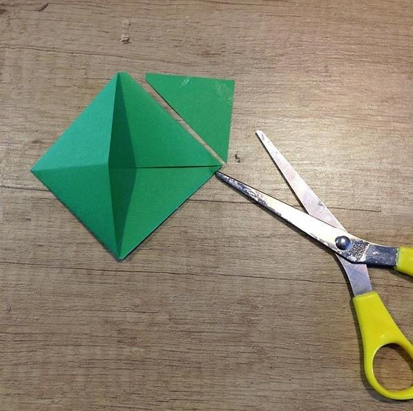 Поделки из бумаги. рыбка-закладка, сделанная из полоски бумаги. подробный мастер класс по изготовлен