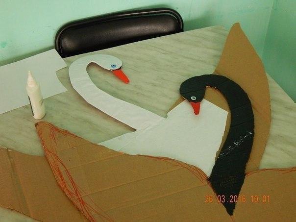 Занятия с детьми: лебедь и другие идеи из ладошек