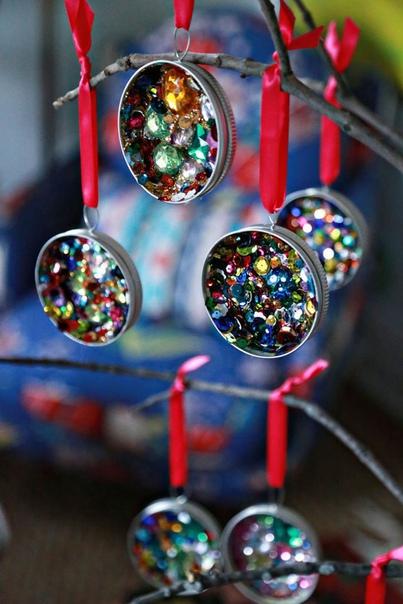 Ёлочные игрушки из крышечек
