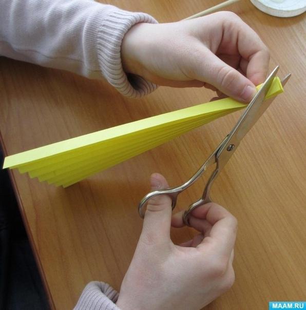 Солнышко из бумаги, сложенной гармошкой