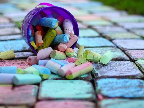 30 игр с цветными мелками