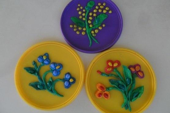 Аппликация из пластилина «цветы для мамы»