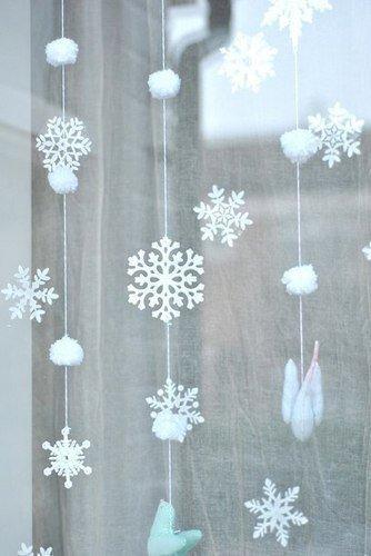 Украшаем окна снежком