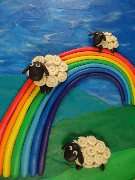 Лепим картину «овечки на радуге»