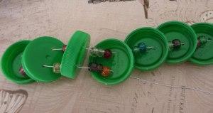 Змейки из пластиковых крышек