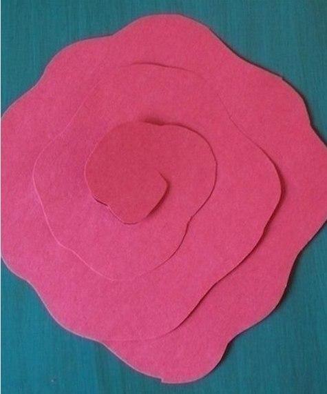 Простой способ сделать розочки из бумаги.
