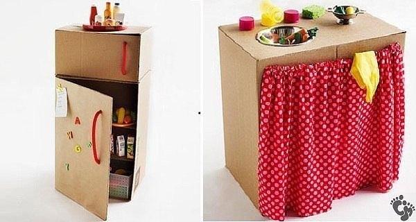 Из картонных коробок получаются отличные поделки для малышей.