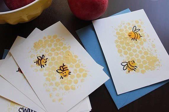 Рисуем с детьми пчелок с сотами