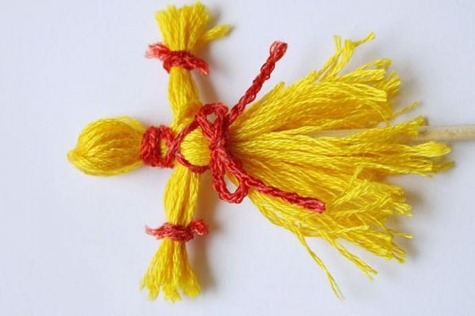 Домашняя куколка-масленица из ниток