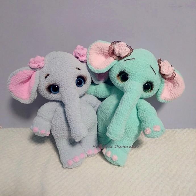 Милый слонёнок
