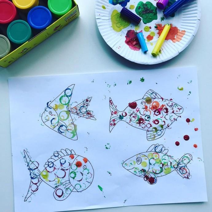Нетрадиционные техники рисования: рыбки колпачками от фломастеров