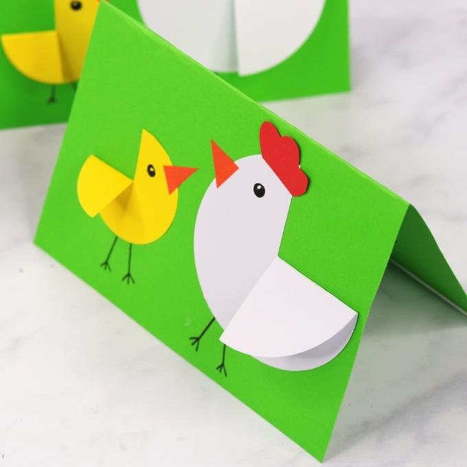 Милая открытка с курочкой и цыпленком