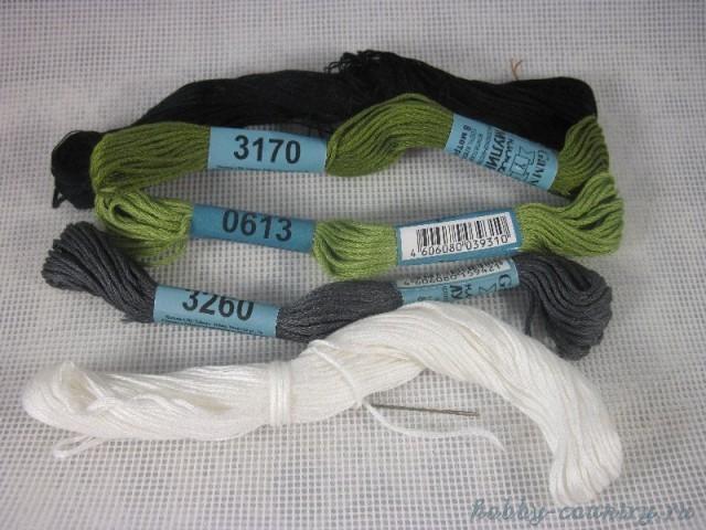 """Брелок """"Тоторо"""": вышивка по пластиковой канве"""