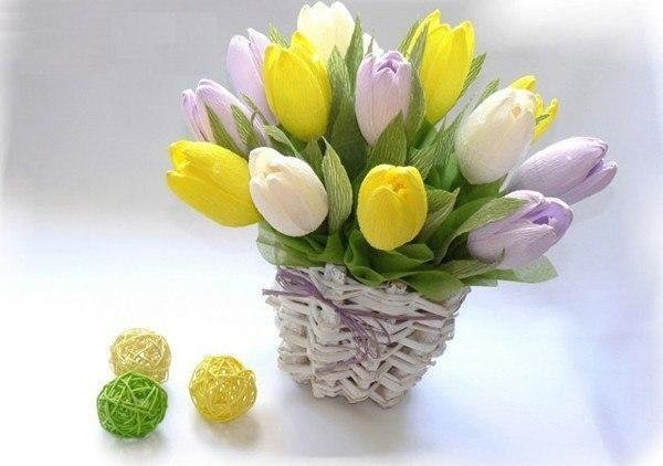 Букет тюльпанов из конфет и гофрированной бумаги