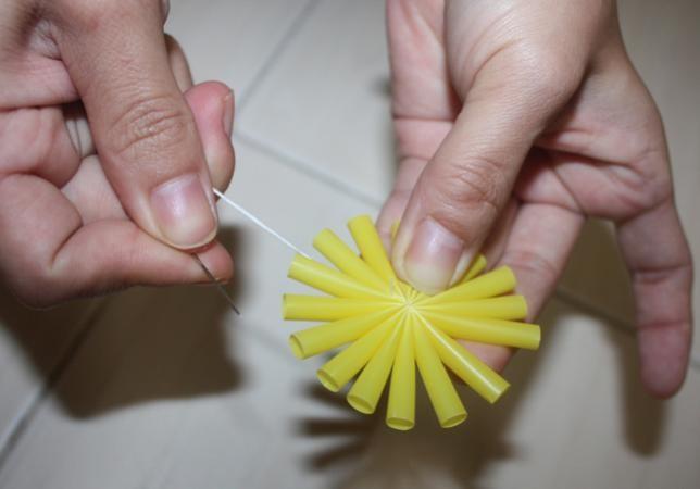 Цветы из трубочек для коктейлей