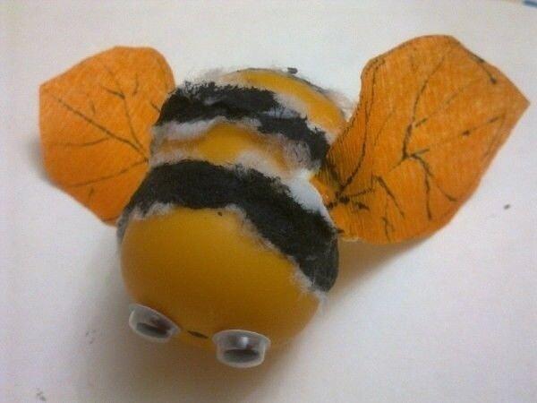 Пчелка из контейнера от киндер-сюрприза