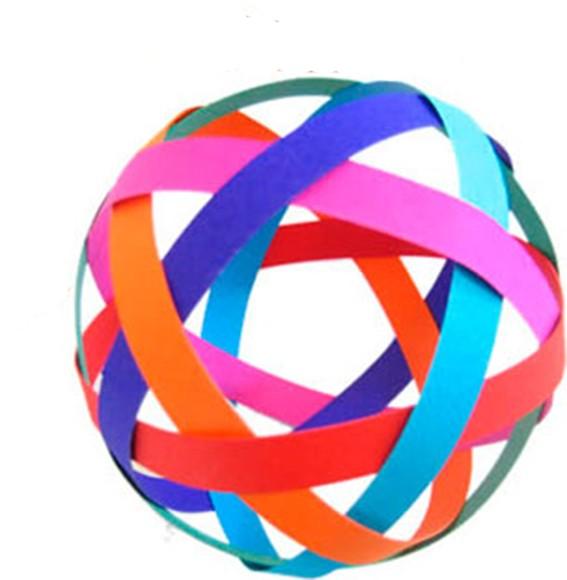 Объемный шар из бумаги, которая склеена в обруч