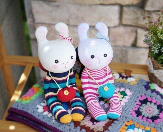 Игрушки из носков в виде кроликов 1
