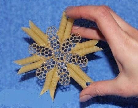 Снежинки из макарон: идеи для детского творчества