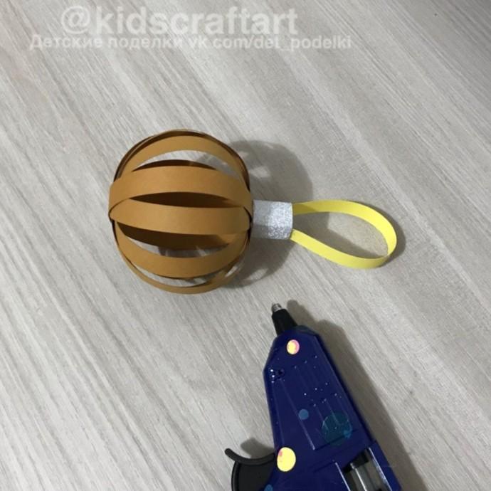 Новогодняя коровка-шарик