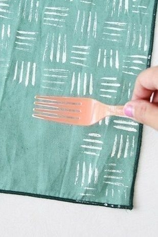 Креативная идея рисования штампами из подручных материалов