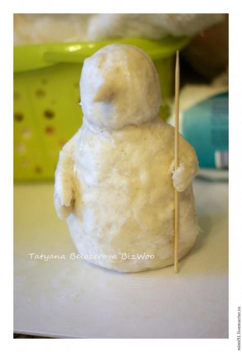 Снеговик в технике ватного папье-маше 4
