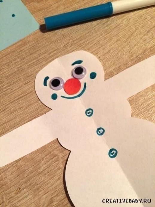 Снеговик с конфетой на палочке