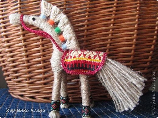 Лошадка из пряжи