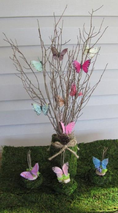 Весенние веточки с бабочками