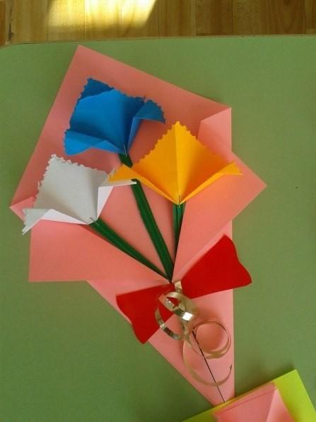 Букетик из цветной бумаги
