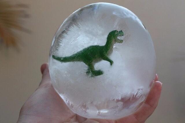 Восторженная детская забава: яйца динозавров