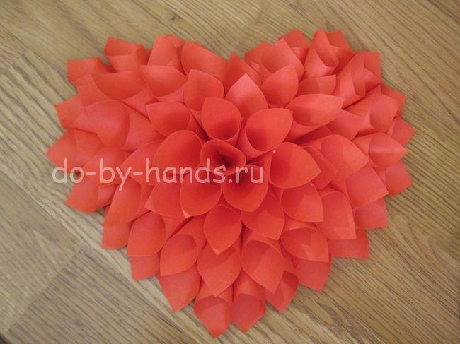 Объемное сердечко из квадратных листиков бумаги