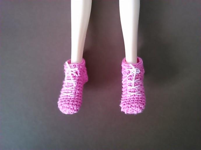 Вязаные кроссовки для кукол