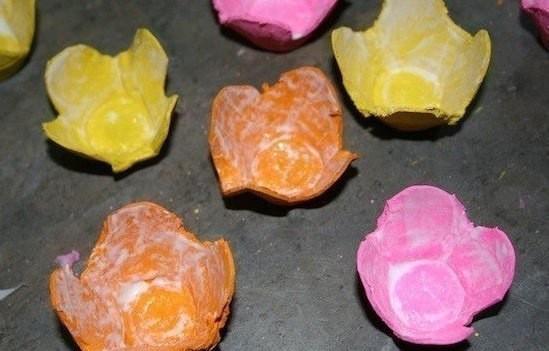 Цветочное панно из картонных яичных лотков