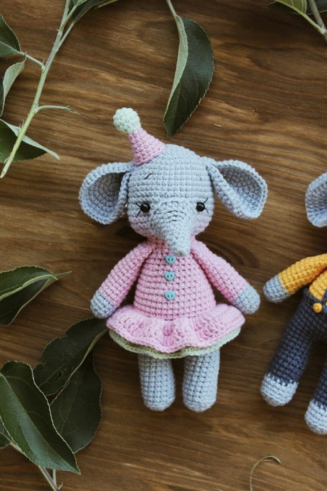 Вязаные слоники