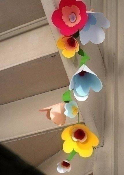 Бумажная гирлянда из крупных цветов