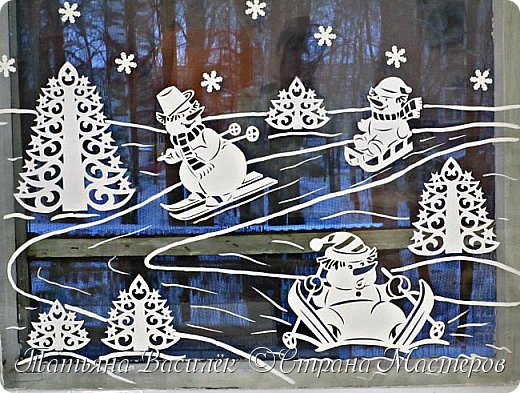 Весёлые снеговички: оформление окон вытынанками 0